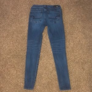 Cute skinny jeans (no rips)